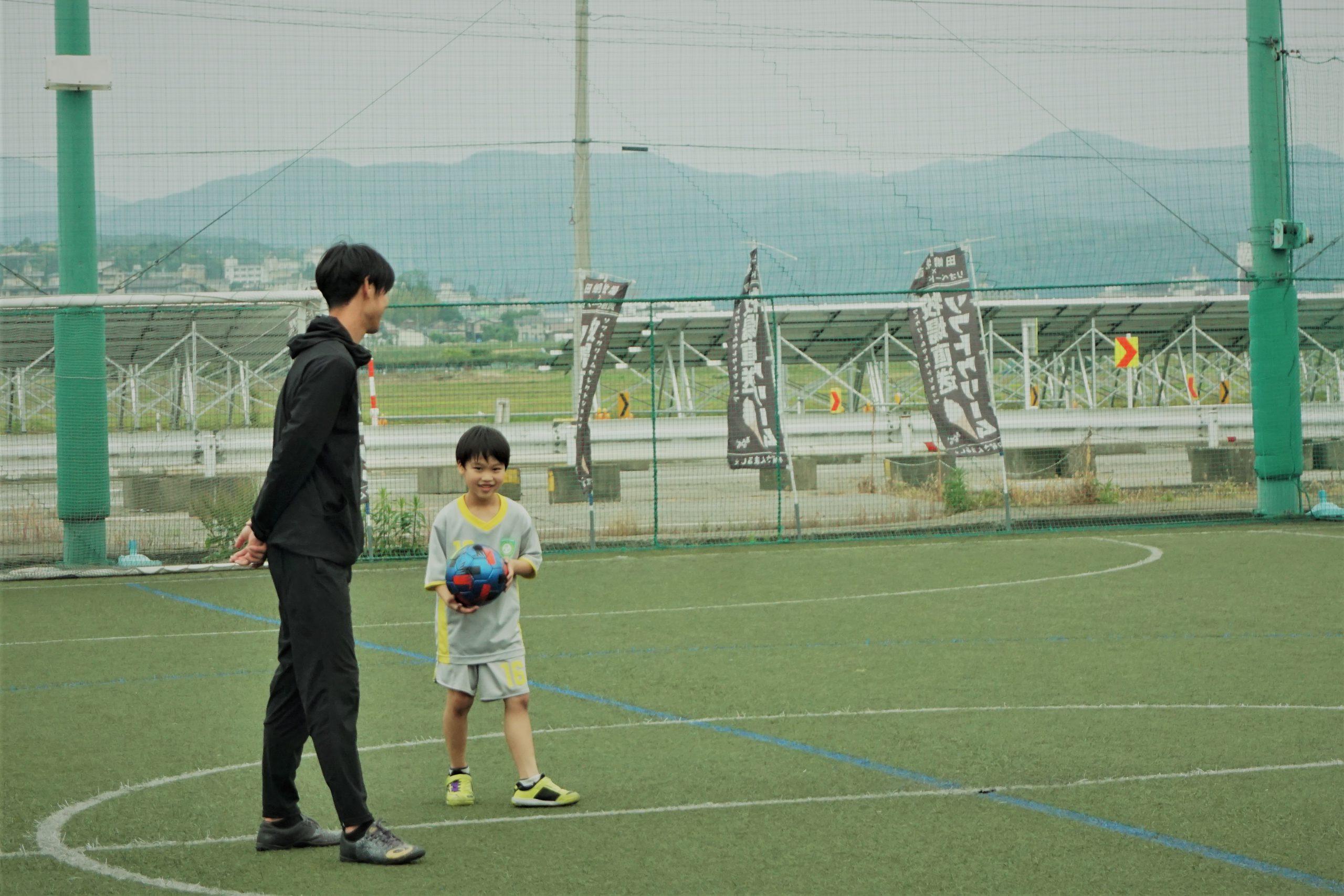 サッカー指導をしている様子
