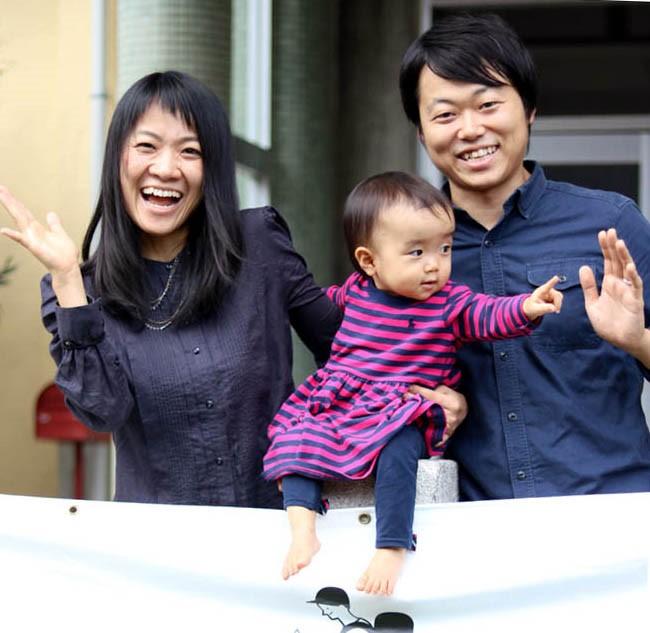 飯貝夫妻とお子様の写真