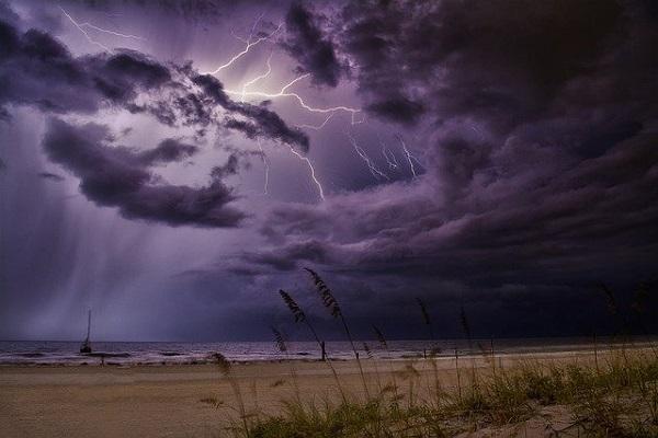 冬の雷のイメージ